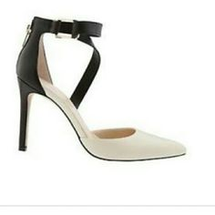 """💥💥TODAY ONLY (PRICE FIRM)💥💥 Banana Republic Jovana shoes Zipper at the heel Straps with buckle around the ankles Cream and black 3 3/4"""" heel Banana Republic Shoes Heels"""