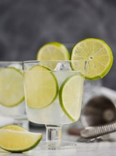 Vodka Gimlet Recipe (Only THREE Ingredients) - Wine and Glue This classic Vodka Gimlet recipe is the perfect combination of sour and sweet with the delicious taste of lime. If you love great vodka drinks, make this vodka gimlet cocktail! Sour Cocktail, Cocktail Drinks, Cocktail Recipes, Liquor Drinks, Summer Cocktails, Alcoholic Drinks, Lime Recipes, Vodka Recipes, Wine