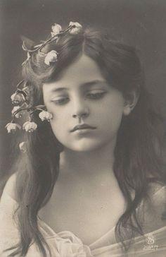 Vintage Children Photos, Vintage Girls, Vintage Images, Antique Pictures, Old Pictures, Old Photos, Old Photography, Portrait Photography, Photo Postcards