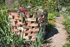 Get creative with 15 decorative and functional ways to make good use of leftover builder's bricks in your outdoor landscape, right here on Gardener's Path. Side Garden, Lawn And Garden, Garden Beds, Brick Garden, Moss Garden, Brick Flower Bed, Making A Compost Bin, Farm Landscaping, Bokashi