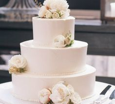 Elegant Wedding Cake with Roses