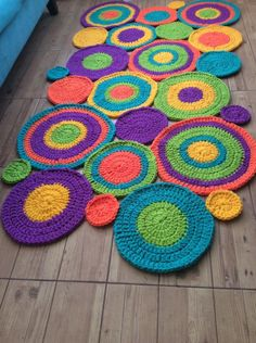 Örgü hali Crochet Carpet, Crochet Home, Cute Crochet, Crochet Crafts, Yarn Crafts, Crochet Projects, Crochet Circles, Crochet Mandala, Crochet Flowers