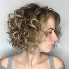 60 Styles and Cuts for Naturally Curly Hair Short Curly Brown Blonde Bob Bob Haircut Curly, Curly Hair Cuts, Curly Bob Hairstyles, Curly Hair Styles, Vintage Hairstyles, Blonde Bobs, Messy Blonde Bob, Brown Blonde, Curly Blonde