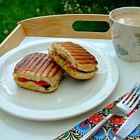 Grillowane kanapki w stylu włoskim Grill, Pancakes, Breakfast, Food, Morning Coffee, Essen, Pancake, Meals, Yemek