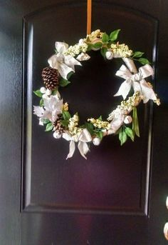 17 Tricks to Make a Gorgeous Wreath in Half the Time | Hometalk