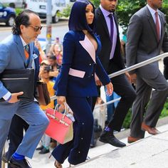 Y'all loving this look. Yay ✅ or Nay ❌? Ivy Fashion, Cute Fashion, Work Fashion, Celebrity Outfits, Celebrity Look, Celeb Style, Kylie Jenner Met Gala, Cardi B Photos, Business Dresses