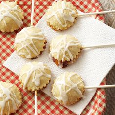 These adorable Melba Pie Pops are a delicious potluck treat. More #recipe ideas: http://www.bhg.com/recipe/peach-melba-pie-pops/