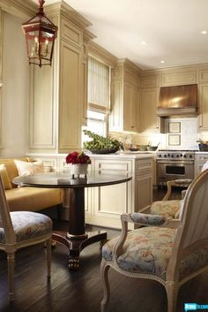 One room, kitchen and dining, separation idea. white kitchen cabinets with kitchen table & chairs New Kitchen, Kitchen Dining, Dining Area, Kitchen Layout, Kitchen Cabinets, Cream Cabinets, Dining Room, Ivory Cabinets, Petite Kitchen