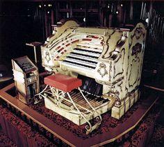 Organ Grinder Pizza in Portland Oregon Google Image Result for http://www.theatreorgans.com/walnuthill/organ_grinder_console1_400.jpg