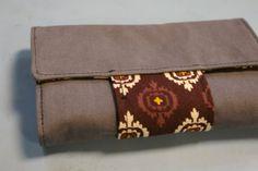 Geldbeutel Marie von whatlauraloves aus einer Jeans und Stoffresten aus Indien