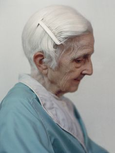 Exceptional photo of an elderly woman in profile