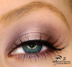 MAC eyeshadows used: •Folie (inner and outer third of lid) •Pink Freeze (middle of lid) •Vanilla (blend)