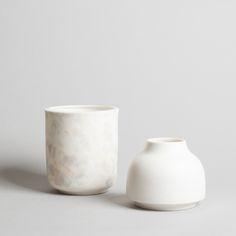Beautiful ceramics: cup and vase via Blogbloeme I Stylingsinja