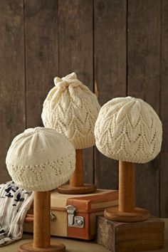 For hat display inspiration. Knitting Projects, Crochet Projects, Knit Or Crochet, Crochet Hats, Hat Display, How To Purl Knit, Knitting Accessories, Bandeau, Baby Knitting