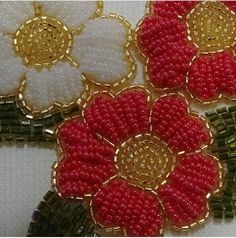 This Pin was discovered by Hül Bead Embroidery Patterns, Tambour Embroidery, Silk Ribbon Embroidery, Beaded Embroidery, Beading Patterns, Embroidery Stitches, Hand Embroidery, Embroidery Designs, Bordados Tambour
