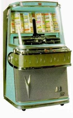 Vintage Jukebox /Juke Box - Were in many restaurants. Vintage Love, Retro Vintage, Vintage Items, Poster Vintage, Vintage Stuff, Vintage Decor, Radios, Jukebox, Lps