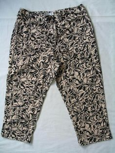 WORTHINGTON Size 12P Capri Cropped Pants Stretch Beige Black CUTE! #Worthington #CaprisCropped