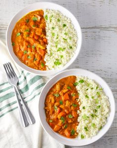 This Spicy Chicken Curry with Cauliflower Rice comes together in about 30 minutes and is loaded with flavor! Microwave Dishes, Best Curry, Cauliflower Curry, Marinated Chicken, Entrees, A Food, Food Processor Recipes, Meal Planning, Chicken Curry