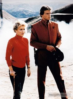 V - Publicity still of Marc Singer & Faye Grant Faye Grant, Marc Singer, Robert Englund, Classic Sci Fi, May 1, The Visitors, Victorious, Tv Series, Battle