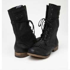"""Roxy Combat Boot """"Dover"""" boot. Reposhing because they are too big. Love the fringe detail on the toe. Roxy Shoes Combat & Moto Boots"""