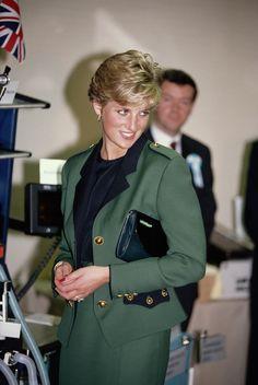 Princess Diana wearing a Moschino suit visiitng a hospital in Tokyo November 1990 Royal Princess, Prince And Princess, Princess Of Wales, Princess Charlene, Princess Diana Fashion, Princess Diana Pictures, Vogue Paris, Moschino, Sailor Fashion