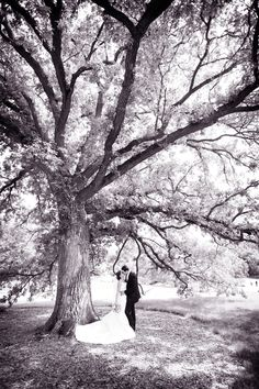 that's where I want my wedding pictures to be . . . under a BIIIIIIG tree. :)