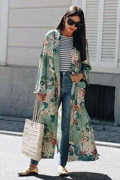 (photo All That She Wants) Pour ou contre la version Zara du kimono Gucci ? (photo All That She Wants) Look Kimono, Style Kimono, Kimono Jacket, Long Kimono Outfit, Kimono Cardigan, Kimono Fashion, Girl Fashion, Fashion Outfits, Womens Fashion