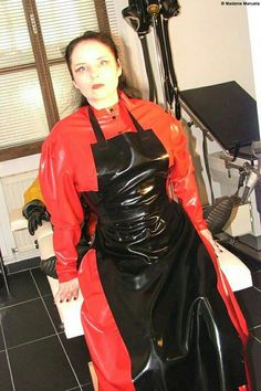 Matron look for a fetish nurse/maternal play? Just suggestin'. Pvc Apron, Apron Dress, Plastic Aprons, Green Raincoat, Pvc Raincoat, Rubber Catsuit, Latex Wear, Latex Costumes, Rubber Raincoats
