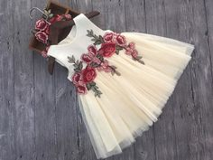 Humor Bear Girls Dresses 2018 Summer Style Girls Clothes Sleeveless Embroidery Design for Child kids Princess Dress, Ropa de niña, Girls Pageant Dresses, Girls Party Dress, Little Girl Dresses, Ball Dresses, Vintage Baby Dresses, Dresses Dresses, Vintage Lace, Summer Dresses, Lace Flower Girls