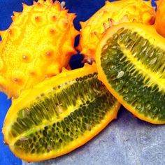 15 of the best exotic fruits that you may not know exist! - Have You Tried These 15 Most Exotic Fruits? Tutti Frutti, Weird Fruit, Strange Fruit, Exotic Fruit, Fruits And Vegetables, Love Food, Food And Drink, Healthy Eating, Appetizers