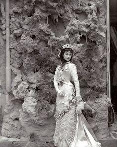 Vivien Leigh, fotografiada por Cecil Beaton, para varias imágenes promocionales de 'Anna Karenina' (1947)