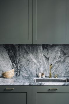 is how beautiful a marble wall is in a dark kitchen This is how beautiful a . Here is how beautiful a marble wall is in a dark kitchen This is how beautiful a .,Here is how beautiful a marble wall is in a dark kitchen This is h. Home Decor Kitchen, Kitchen And Bath, Kitchen Furniture, New Kitchen, Home Kitchens, Kitchen Dining, Kitchen Ideas, Kitchen Cabinets, Kitchen Hacks
