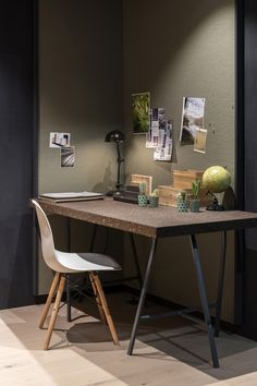 Een kurkwand kan dienstdoen als prikbord: ideaal voor in je werkkamer. #kurk #wand #prikbord