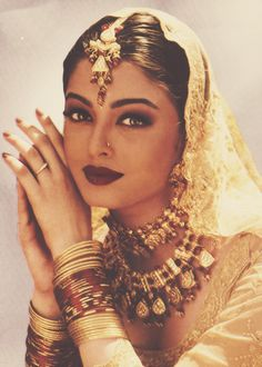 TRILLISTA Bollywood Fashion, Bollywood Makeup, Bollywood Jewelry, Bollywood Actress, Indian Beauty, Indian Jewelry, Indian Aesthetic, Vintage Bollywood, Indian Bollywood