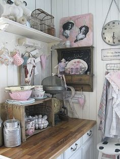 I love pink! Especially for a dollhouse