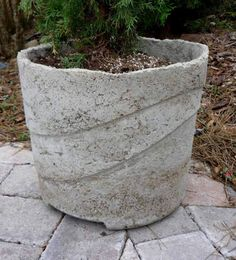 DIY concrete planter! The easiest and cheapest version I've found. You can reuse the same tote as a mold. Brilliant.