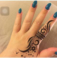 Mehndi henna designs are always searchable by Pakistani women and girls. Women, girls and also kids apply henna on their hands, feet and also on neck to look more gorgeous and traditional. Henna Tattoo Designs Simple, Finger Henna Designs, Henna Art Designs, Mehndi Designs For Girls, Mehndi Designs For Beginners, Modern Mehndi Designs, Mehndi Design Photos, Mehndi Designs For Fingers, Latest Mehndi Designs
