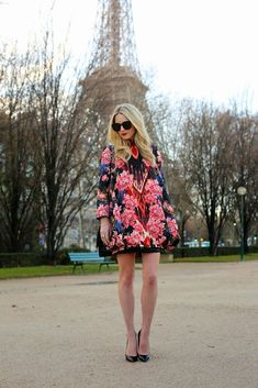 An Oscar de la Renta jacket // Scenes from the Eiffel tower in Paris // Atlantic-Pacific A Day In Paris, An American In Paris, Atlantic Pacific, Fashion Sites, Fashion Women, Women's Fashion, Street Style Looks, Red Lace, Mode Style