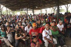As terras homologadas estão localizadas no Amazonas. Os índios Munduruku continuam esperando o reconhecimento de seu território no Pará. (A foto acima é de Murilo Hildebrando de Abreu/MPF-PA. Ela mostra momento da assembleia extraordinária do povo Munduruku, realizada em dezembro de 2014)  A presidente Dilma Rousseff homologou a demarcação administrativa de quatro terras indígenas …