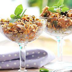 Salada de grãos com frango e frutas