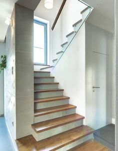 Installation of wooden steps on concrete stairs / Des House Stairs Concrete des Finishing installation Stairs Steps wooden Concrete Staircase, Tile Stairs, Loft Stairs, House Stairs, Staircase Design, Staircase Diy, White Staircase, Carpet Stairs, Rustic Stairs