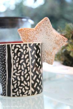 kebo homing: Samstagskaffee mit Tee und Knuspermandelsternen...