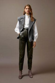 Alberta Ferretti Fall 2019 Ready-to-Wear Fashion Show - Vogue Alberta Ferretti, Pantalon Cigarette, Urban Fashion, Womens Fashion, Fashion News, Fashion Trends, 50 Fashion, Latest Fashion, Fashion Online