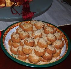 Μελομακάρονα με σιμιγδάλι Greek Sweets, Greek Desserts, Greek Recipes, Greek Christmas, Christmas Sweets, Christmas Recipes, Greek Cookies, Xmas Cookies, Greece Food