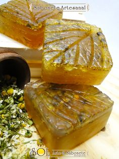 Sabonete de Camomila Soap Making, Ethnic Recipes, Handmade Cosmetics, Handmade Soaps, The Oatmeal, Line, Products, Moisturizer, Soaps
