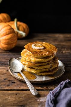 Homemade spiced pumpkin pancakes with cinnamon, ginger, nutmeg, real pumpkin puree, and a pretty cinnamon roll swirl throughout.they're like joining sweet cinnamon rolls with pumpkin pancakes! Cinnamon Roll Pancakes, Pumpkin Pancakes, Pancakes And Waffles, Pumpkin Cinnamon Rolls, Pancakes Easy, Potato Pancakes, Pumpkin Recipes, Fall Recipes, Spiced Pumpkin
