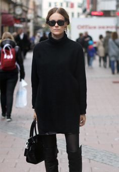 Over-knee boots, long sweater over skirt, tights... perfect winter outfit.