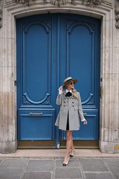 Blair Eadie Alexander McQueen coat, bow blouse and Chanel flats in Paris Girly Outfits, Pretty Outfits, Chic Outfits, Travel Outfits, Paris Fashion, Winter Fashion, Preppy Style, My Style, Ladylike Style