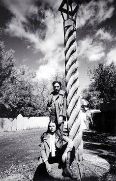 Dennis Hopper & Michelle Phillips in Taos, New Mexico, 1970 Dennis Lee, 60s Icons, Michelle Phillips, Legendary Pictures, Dennis Hopper, Actor Studio, Old Love, American Actors