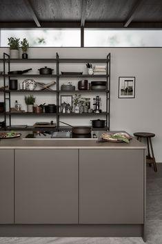 Nordic Kitchen, Scandinavian Kitchen, New Kitchen, Brown Kitchens, Cool Kitchens, Kitchen Interior, Kitchen Design, Tiny House Loft, Brown Interior